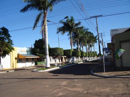 Tarde de Domingo na Avenida Principal da cidade